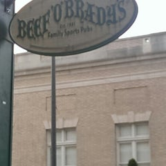 Photo taken at Beef 'O' Brady's by Lloyd R. on 4/11/2014