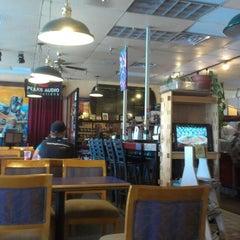 Photo taken at Campus Coffee Bean by Viola H. on 5/12/2014