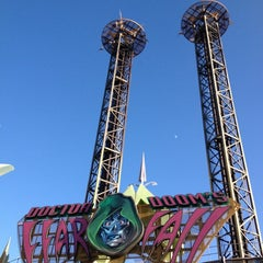 Photo taken at Doctor Doom's Fear Fall by Annabelle G. on 11/20/2012