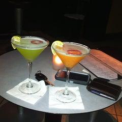 Das Foto wurde bei Bubble Lounge von Mary Rose J. am 9/10/2013 aufgenommen