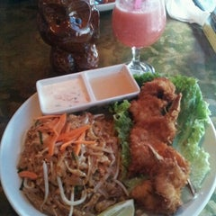 Photo taken at Papaya Thai & Asian BBQ by Mary Rose J. on 9/30/2012