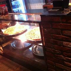 Photo taken at Monster Pizza (몬스터피자) by Fibi S L. on 6/4/2013