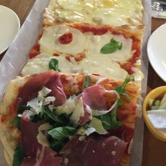 Photo taken at Trevia Pizza di Roma by Eun. S. on 2/23/2016