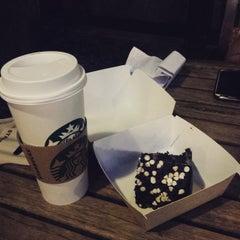 Photo taken at Starbucks Coffee by Baldwin V. on 4/21/2015