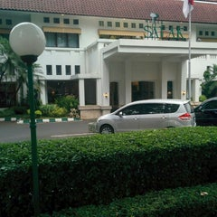 Photo taken at Hotel Salak The Heritage by Immawan N.S. A. on 10/19/2015