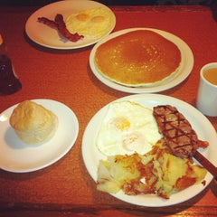 Photo taken at Broken Yolk Cafe by Daniel C. on 12/6/2012