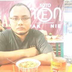 Photo taken at Soto Neon, Brumbungan,Semarang by Reza A. on 5/29/2014