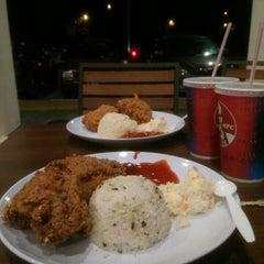 Photo taken at KFC Seri Iskandar by Norsyakirah O. on 1/23/2016