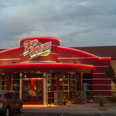 Photo taken at Red Robin Gourmet Burgers by Nate R. on 7/7/2013