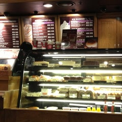 Photo taken at The Coffee Bean & Tea Leaf by Jessica P. on 12/11/2012