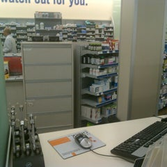 Photo taken at Shoppers Drug Mart by Rick A. on 11/23/2012