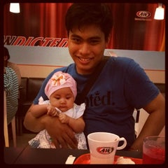 Photo taken at A&W by Muh Ikhsan I. on 11/6/2013