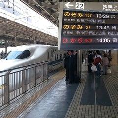 Photo taken at JR新大阪駅 21-22番ホーム by つじやん 全. on 5/16/2013