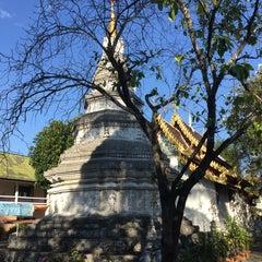 Photo taken at วัดพันแหวน (Wat Phan Waen) by Stan C. on 11/24/2015