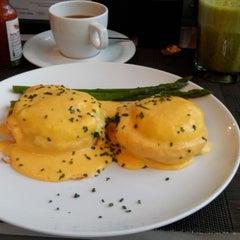Photo taken at Cafe Ó by Patricia I. on 5/3/2014