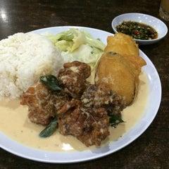 Photo taken at Q Thai Restaurant by Nora I. on 5/14/2016
