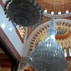 Photo taken at Mohammed Al-Amin Mosque by Erkan S. on 10/4/2014