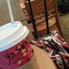 Photo taken at Starbucks | ستاربكس by 👑Yosra👑 A. on 11/14/2014