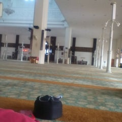 Photo taken at Masjid Kuarters KLIA by Syafiqramli E. on 7/4/2015
