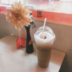 Photo taken at ระเบียงสบาย (Library Café) by Palmetto N. on 5/21/2015