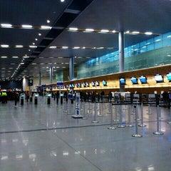 Photo taken at Aeropuerto Internacional El Dorado (BOG) by Gustavo C. on 11/13/2012