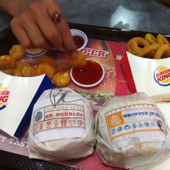 Photo taken at Burger King (เบอร์เกอร์คิง) by Turbo T. on 1/24/2015