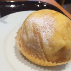 Photo taken at EXCELSIOR CAFFÉ 自由が丘マリクレール通り店 by Mizuho on 9/23/2014