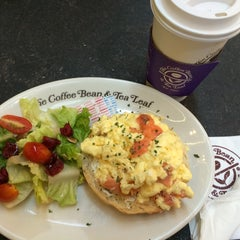 Photo taken at The Coffee Bean & Tea Leaf by Blue babe on 7/18/2015