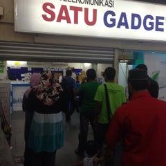 Photo taken at 1G-Satu Gadget Dot Com by Faizul Z. on 10/28/2014
