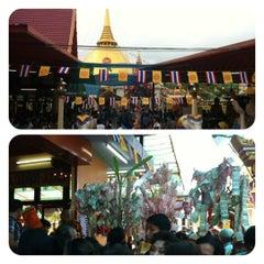 Photo taken at วัดหลวงพ่อโอภาสี (สวนอาศรมบางมด) Wat Luang Por Opasee by Rungroj R. on 11/28/2012