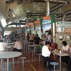 Photo taken at Ayer Rajah (West Coast Drive) Market & Food Centre by Ali F. on 10/22/2012