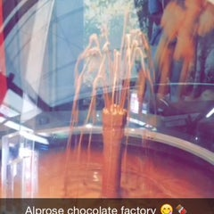 Photo taken at Chocolat Alprose by Najla K.  AlNaimi on 8/2/2015