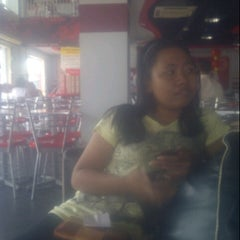 Photo taken at KFC by Ardiarani U. on 2/3/2014