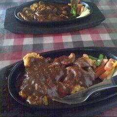 Photo taken at Steak KQ 5 by Ardiarani U. on 8/29/2013