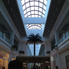 Photo taken at Landmark Mall | اللاندمارك by ileana M. on 12/27/2012