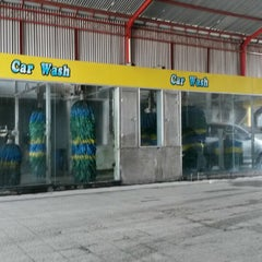 Photo taken at Bali Wisata Automatic Car Wash by Ondessy P. on 9/6/2014