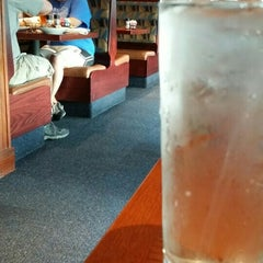 Photo taken at Red Lobster by tomhere on 8/14/2015