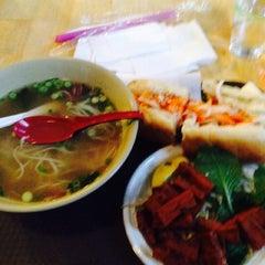Photo taken at Hanco's Bubble Tea & Vietnamese Sandwich by Jonathan G. on 10/1/2014