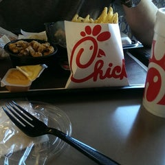 Photo taken at Chick-fil-A by Coco Z. on 8/22/2014