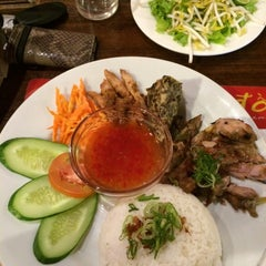 Photo taken at Do An Vietnamese Experience by Greis A. on 8/15/2014