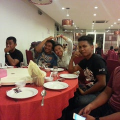 Photo taken at Downtown KLIA Seafood Restaurant (Chinese Seafoods Muslim Cuisine) by Syakirah H. on 6/13/2015