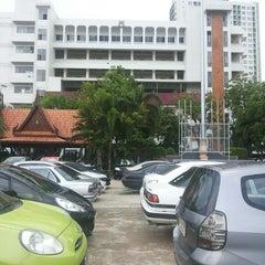 Photo taken at โรงเรียนวัดเขมาภิรตาราม (Wat Khemapirataram School) by Netima P. on 5/3/2014