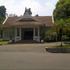 Photo taken at Istana Kepresidenan Cipanas by Cicilia Tri W. on 10/17/2014