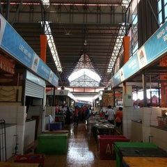 Photo taken at Sunday Market (Pasar Minggu Satok) by Ahmad S. on 6/15/2014
