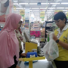 Photo taken at Giant Hypermarket by Irsan R. on 8/21/2014