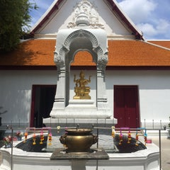 Photo taken at เทวสถาน (โบสถ์พราหมณ์) Dhevasathan (Brahmin Shrines) by P A S W I P A on 8/21/2015
