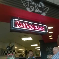 Photo taken at Steak 'n Shake by Steven J F. on 7/7/2014