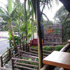 Photo taken at Jungle Juice by Ricardo M. on 1/18/2013