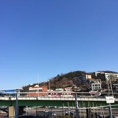 Photo taken at 한강진역 (Hangangjin Stn.) by Changwon A. on 2/11/2014