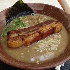 Photo taken at Gumshara Ramen (がむしゃら ラーメン) by 阿健 on 12/10/2012